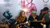 Siti Hardianti Rukmana atau Mbak Tutut sedang melayani wawancara.