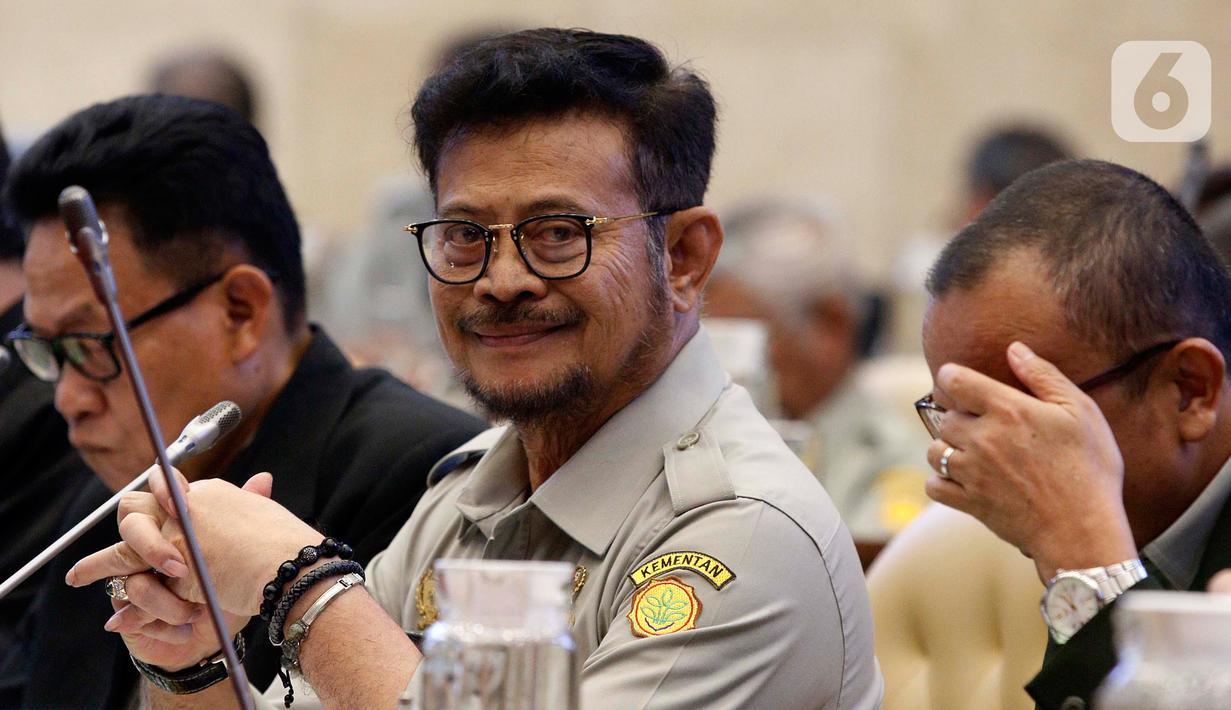 Menteri Pertanian Syahrul Yasin Limpo (tengah) saat rapat kerja dengan Komisi IV DPR di Gedung Nusantara, Kompleks Parlemen, Senayan, Jakarta, Senin (17/2/2020). Rapat ini tindak lanjut dari Rapat Dengar Pendapat (RDP) sebelumnya terkait program kerja tahun anggaran 2020. (Liputan6.com/Johan Tallo)