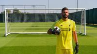 Alisson Becker resmi menjadi kiper Liverpool. (Twitter/Liverpool)