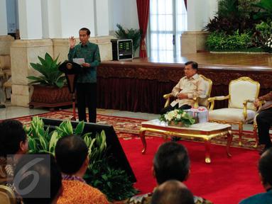 Presiden Jokowi memberikan paparan di Istana Negara, Jakarta, Senin (6/6/2016). Acara tersebut dalam rangka penyampaian Laporan Hasil Pemeriksaan atas Laporan Keuangan Pemerintah Pusat (LHP LKPP) Tahun 2015 dari BPK. (Liputan6.com/Faizal Fanani)