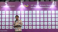 Menpora, Imam Nahrawi memberi sambutan pembuka Kejuaraan Junior Senam Artistik Asia ke-15 di Istora Senayan, Jakarta, Rabu (25/4). 20 negera ambil bagian pada ajang ini dengan total kontingen 286 orang. (Liputan6.com/Helmi Fithriansyah)