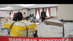 Hampir satu ruangan penuh di MK berisi dokumen yang diberikan Tim Prabowo-Hatta sebagai bukti kecurangan pilpres yang mereka temukan, Jakarta, Senin (18/8/2014) (Liputan6.com/Herman Zakharia)