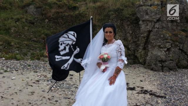 Lelah berhubungan dengan pria, Amanda Teague asal Irlandia, putuskan menikah dengan hantu bajak laut.