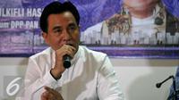 Bakal Calon Gubernur DKI Jakarta Yusril Ihza Mahendra memaparkan visi misinya saat berkunjung ke Kantor DPP PAN, Jakarta, Jumat (17/6). (Liputan6.com/Johan Tallo)