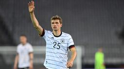 Thomas Mueller. Striker Bayern Munchen berusia 31 tahun ini sudah absen membela Timnas Jerman selama 2 tahun akibat kebijakan regenerasi. Penampilan terakhirnya adalah saat bermain imbang 2-2 dengan Belanda dalam ajang UEFA Nations League 2018 lalu. (AFP/Christof Stache)