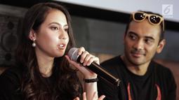 Pevita Pearce memberi keterangan saat jumpa pers teaser trailer film Buffalo Boys di Jakarta, Kamis (15/3). Buffalo Boys menceritakan dua saudara yang ingin membalas dendam ayah mereka setelah diasingkan di Amerika. (Liputan6.com/Faizal Fanani)