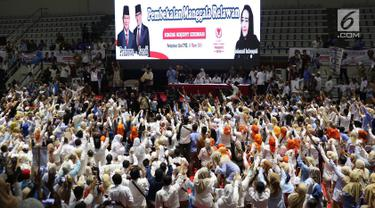 Suasana pembekalan relawan Prabowo-Sandi di Padepokan Silat Taman Mini Indonesia Indah, Jakarta, Jumat (15/3). Pembekalan kepada ratusan relawan tersebut dalam rangka persiapan memenangkan Prabowo-Sandi di Pilpres 2019. (Liputan6.com/Immanuel Antonius)