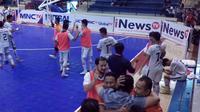 Tim futsal putra, BJL 2000, lega setelah memastikan tiket ke final four Pro League Futsal 2016. BJL 2000 mengalahkan Mataram FC dengan skor 2-0, Minggu (8/5/2016). (Bola.com/Permana Kusumadijaya)
