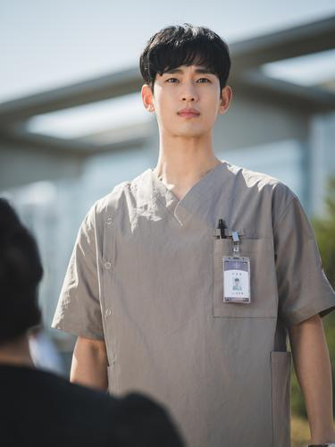 Kim Soo Hyun dalam  It's Okay to Not Be Okay. (Netflix)