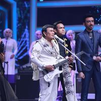 Raja dangdut Rhoma Irama terlihat hadir dalam Konser Kemenangan D'Academy Asia 3. Penyanyi dangdut dan pemeran senior itu juga berkobalorasi dengan para finalis. (Adrian Putra/Bintang.com)