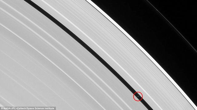 [Bintang] Cincin Saturnus