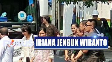 Iriana tidak memberikan keterangan kepada wartawan setelah ia menjenguk Wiranto.