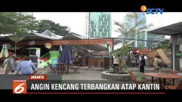 Viral, puting beliung porandakan atap kantin di kawasan Rasuna Garden, Kuningan, Jakarta Selatan, saat warga sedang istirahat makan.