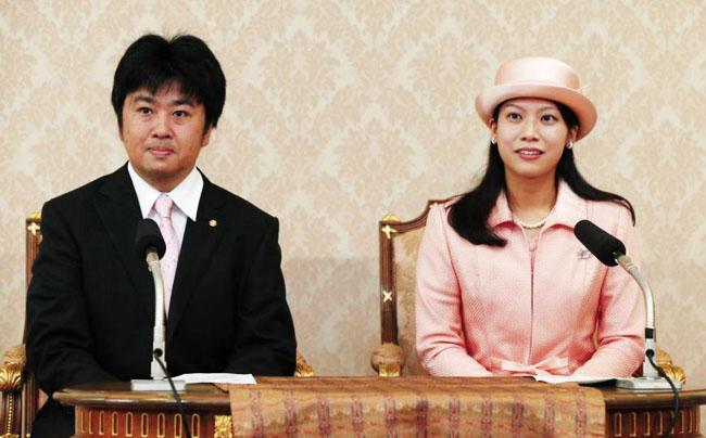 Putri Noriko dan Kunimaro Senge saat konferensi pers | Foto: copyright greenshinto.com