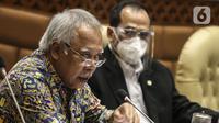Menteri PUPR Basuki Hadimuljono saat rapat kerja dengan Komisi V DPR di Kompleks Parlemen Senayan, Jakarta, Rabu (15/7). Rapat membahas Laporan Hasil Pembahasan BPK Semester I dan II/2019. (Liputan6.com/Johan Tallo)