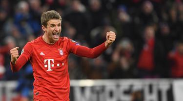 Pemain Bayern Munchen Thomas Mueller merayakan golnya ke gawang Tottenham Hotspur pada pertandingan Grup B Liga Champions di Munich, Jerman, Rabu (11/12/2019). Munchen mengalahkan ekuk Tottenham 3-1. (Christof STACHE/AFP)