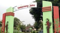 Gerbang kampung jamu yang sederhana, sesederhana gaya hidup sehat warganya. (foto: Liputan6.com/edhie prayitno ige)