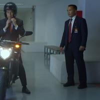Aksi Jokowi naik motor ke Opening Ceremony Asian Games 2018 jadi perbincangan netizen korea. (Foto: Screenshot vidio.com/AsianGames2018)