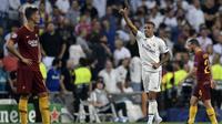 Striker Real Madrid, Mariano Diaz, merayakan gol ke gawang AS Roma pada laga Liga Champions, di Santiago Bernabeu, Rabu (19/9/2018). (AFP/Oscar del Pozo)