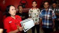 Putra sulung Presiden Jokowi, Gibran rakabuming Raka saat mengurus KTA kader PDIP di Kantor DPC PDIP Solo.(Liputan6.com/Fajar Abrori)