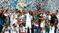 Pemain Real Madrid melakukan selebrasi usai menjadi juara Liga Champions 2018 di Stadion NSK Olimpiyskiy, Ukraina (26/5). Real Madrid berhasil menjadi juara Liga Champions 2018 usai mengalahkan Liverpool 3-1. (AP / Matthias Schrader)