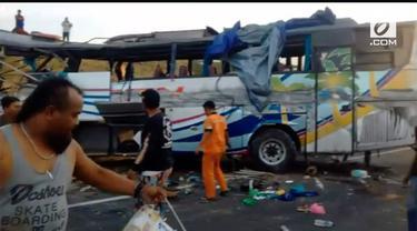 Sebuah kecelakaan terjadi di Tol Kanji-Pejagan. Bus menabrak truk sehingga mengakibatkan 3 orang tewas dan 25 orang luka-luka berat.