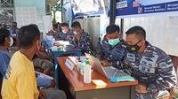 Serbuan Vaksin Covid-19 Masyarakat Maritim Lanal Mamuju di Kelurahan Simboro (Liputan6.com/Abdul Rajab Umar)