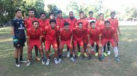 Pesepak bola asal Makassar membentuk tim amatir guna mengisi waktu saat Shopee Liga 1 2020 vakum. (Bola.com/Abdi Satria)