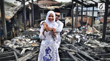 Kisah sepasang kekasih yang akan menikah viral di media sosial, setelah rumah sekaligus lokasi pernikahan kebakaran jelang acara.