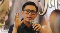 Eko Patrio memberikan keterangan saat jumpa pers Sahabat Peduli Jupe di kawasan Tebet, Jakarta, Kamis (13/04). Mereka akan mengadakan acara penggalangan dana yang diadakan pada hari minggu 16 April mendatang. (Liputan6.com/Herman Zhakaria)