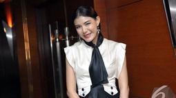 Presenter sekaligus artis cantik, Olga Lidya tampil dengan bulu mata sepanjang 10 cm di Gedung Sapta Pesona Kementrian Pariwisata, Jakarta. Foto diambil pada Senin (24/11/2014). (Liputan6.com/Panji Diksana)