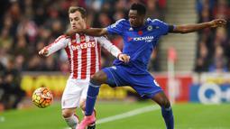 Baba Rahman - Pemain asal Ghana ini direkrut Chelsea dari Ausgburg dengan banderol 26 juta euro pada tahun 2015. Namun sayang, ia tidak pernah mendapat kesempatan untuk membuktikan kualitasnya hingga sang pemain lebih sering menghabiskan waktunya di klub lain sebagai pinjaman. (Foto: AFP/Paul Ellis)