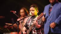 Cool, Azry makin sering diundang nyanyi di acara-acara formal. (Foto: Dok. Eksklusif/Redzma Sabri)