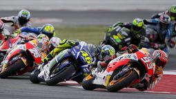 Balapan MotoGP San Marino di Sirkuit Misano, Minggu (13/9/2015), berlangsung penuh drama dan kejutan karena diselingi hujan dan dua kali ganti motor. (Reuters/Max Rossi)