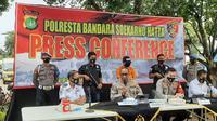 Kabid Humas Polda Metro Jaya Kombes Pol Yusri Yunus, saat jumpa pers di Polresta Bandara Soekarno Hatta, Senin (28/9/2020). (Liputan6.com/ Pramita Tristiawati)