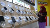 Harga ponsel 4G yang boleh diimpor akan diatur oleh Pemerintah, Jakarta, Kamis (14/7). Ponsel dengan harga di bawah tingkat tertentu tak boleh diimpor. (Liputan6.com/Angga Yuniar)