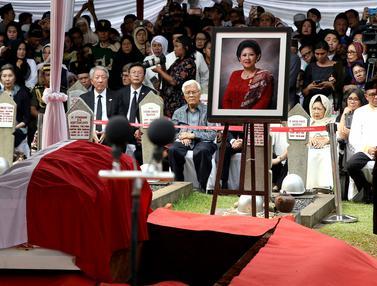 Suasana Khidmat Pemakaman Ani Yudhoyono