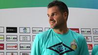Pelatih Bhayangkara FC, Simon McMenemy. (Bola.com/Aditya Wany)