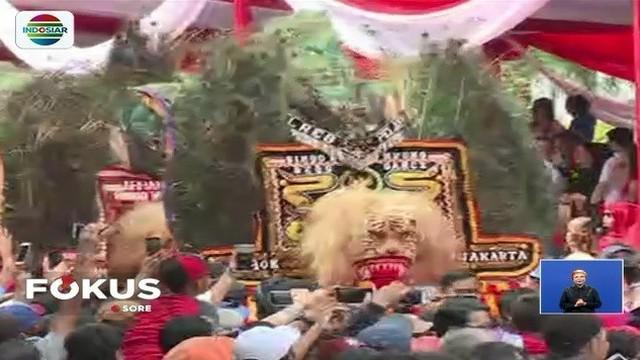 Tak hanya pertunjukan barongsai, kebudayaan khas nusantara juga meriahkan puncak perayaan Imlek di Jakarta, yang dipadati ribuan orang.