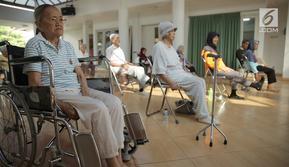 Ketika lansia memilih hidup di rusun masih menjadi tabu. Lisa Malasan dan sesama lansia lainnya membuktikan bahwa pilihan mereka tidak salah. Mereka masih dapat bergaul dengan sesama lansia di Rusan Lansia Cibubur, Jakarta Timur.