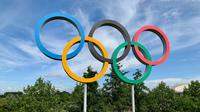 Ilustrasi logo Olimpiade. (Photo by Kyle Dias on Unsplash)