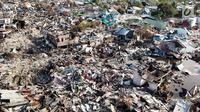 Pandangan udara Perumnas Balaroa yang rusak dan ambles akibat gempa Palu, Sulawesi Tengah, Jumat (5/10). Gempa 7,4 magnitudo yang mengguncang Palu dan Donggala mengakibatkan ribuan rumah di Perumnas Balaroa rusak dan ambles. (Liputan6.com/Fery Pradolo)