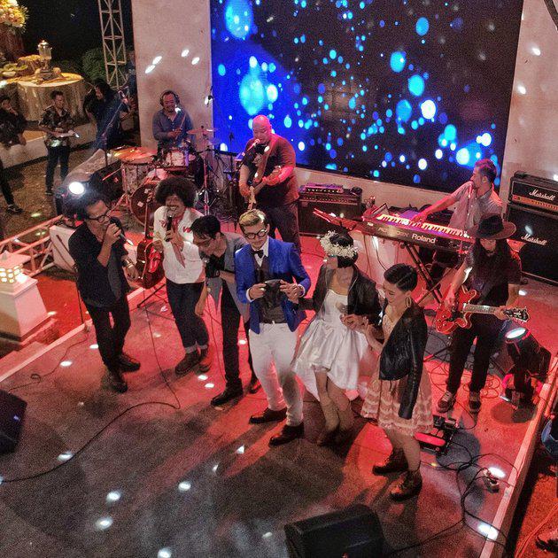 MC pernikahan sendiri dipandu oleh sahabat Poppy yakni Eddie Brokoli dan Feli Sumayku./instagram.com/acangpilotdrone