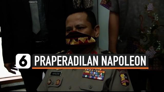 Setelah beberapa kali tertunda, sidang perdana praperadilan kasus penetapan Irjen Napoleon Bonaparte sebagai tersangka dalam kasus red notice Djoko Tjandra digelar di Pengadilan Negeri Jakarta Selatan.