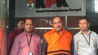 Komisi Pemberantasan Korupsi (KPK) menahan anggota DPRD Kota Malang Bambang Sumarto. (Liputan6.com/Lizsa Egeham)