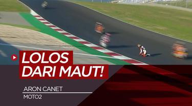 Berita video pembalap Moto2 Aron Canet nyaris celaka saat terjatuh di Grand Prix Portugal
