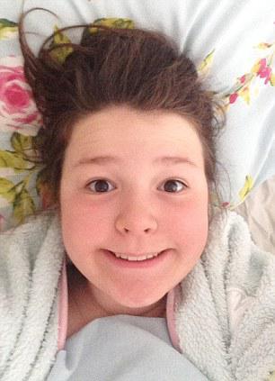 Aku khawatir putriku kecanduan selfie | Foto: copyright dailymail.co.uk
