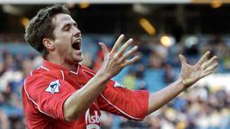 Michael Owen sukses menjadi striker tajam dengan menorehkan 118 gol dari 216 penampilannya bersama Liverpool. Ia bahkan sempat meraih gelar Ballon d'Or. Pada 2004, ia memutuskan bergabung ke Real Madrid dan mengalami kemunduran karier akibat sering dicadangkan. (AFP/Paul Barker)