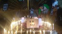 Memperingati hari anti human trafficking (perdagangan  manusia) internasional, ratusan warga Nusa Tenggara Timur (NTT) yang  tergabung dalam lingkaran solidaritas menggelar aksi menolak perdagangan  manusia di Pelataran Gedung Sasando Kantor Gubernur NTT