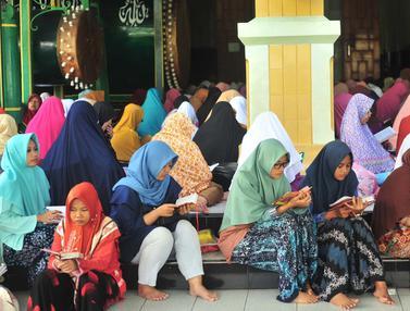 Antusiasme Jemaah Tadarus Alquran di Masjid Kauman Semarang